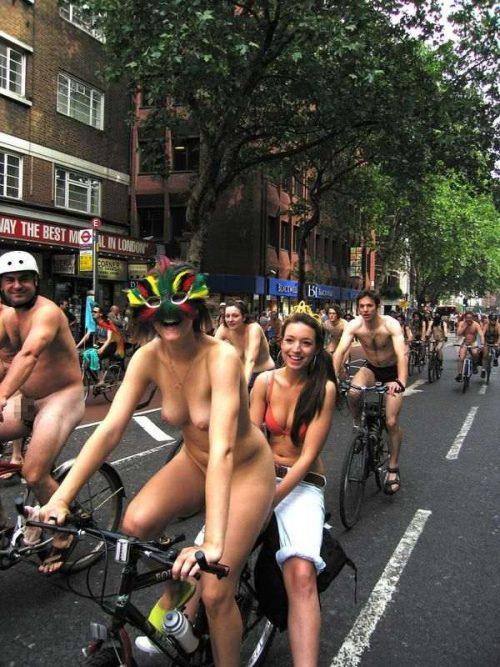 全裸サイクリング 画像081
