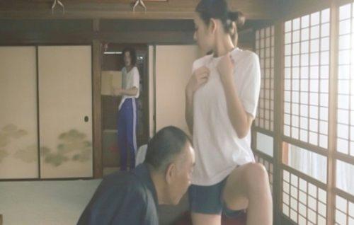 片山萌美 濡れ場画像009