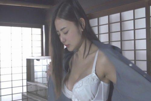 片山萌美 濡れ場画像057
