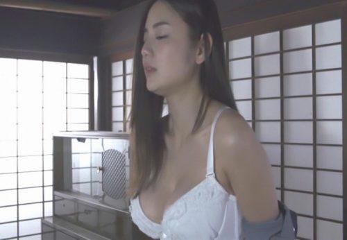 片山萌美 濡れ場画像058