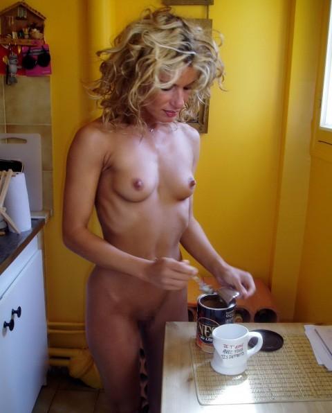 裸キッチン 画像025