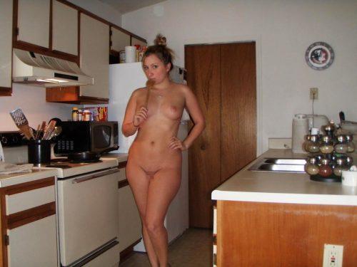 裸キッチン 画像087