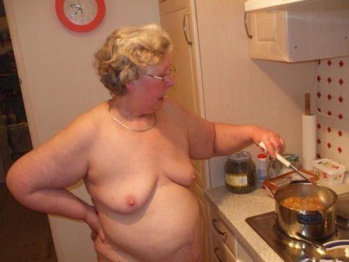 裸キッチン 画像097