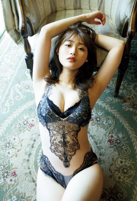 石田桃香 画像008